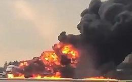 Video hành khách kinh hãi nhảy khỏi máy bay Nga đang bốc cháy ngùn ngụt