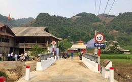 Cây cầu từ thiện và chiếc áo đấu của Quang Hải