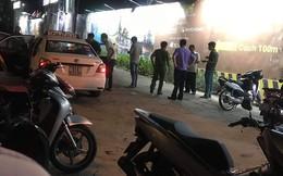 Tài xế taxi ôm vết thương chạy theo kẻ cứa cổ mình rồi gục trên phố ở Sài Gòn