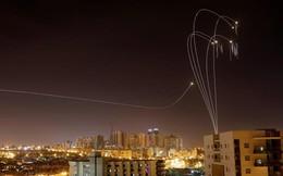 24h qua ảnh: Hệ thống phòng không Israel chặn tên lửa trên bầu trời đêm