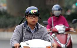Thời tiết bất thường, người Hà Nội mặc áo phao giữa mùa hè