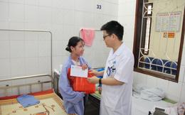 Hỗ trợ kinh phí và tặng quà 1/6 cho bệnh nhi khó khăn