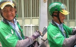 Người tài xế già rong ruổi khắp đường phố Sài Gòn với vật tự chế từ vỏ chai dầu gội gây xúc động