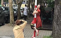 """Cô gái tạo dáng """"khó đỡ"""" giữa phố Hà Nội, danh tính của cô càng khiến người ta bất ngờ"""