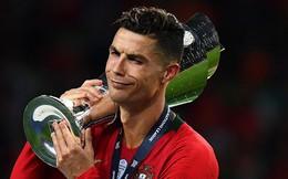 """Bỏ lại đằng sau nỗi sầu World Cup, Ronaldo sắp trở thành kẻ """"thống trị"""" kép ở châu Âu?"""