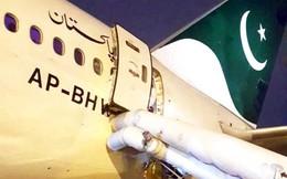 Mở cửa thoát hiểm vì nhầm là toilet, hành khách khiến máy bay hoãn 7 tiếng