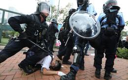 Hồng Kông: Hoãn tranh luận dự luật dẫn độ, cảnh sát chống bạo động xịt hơi cay đẩy lùi người biểu tình