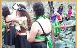 """Bức ảnh nhóm phụ nữ trung niên chụp ảnh hoa sen gây tranh cãi dữ dội, nào ngờ dân mạng lại bị """"hớ"""" vì điều này"""