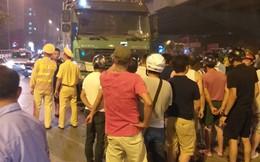 Hà Nội: Bị xe tải tông trúng, 2 người phụ nữ đi xe máy thương vong