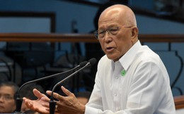 """Vụ đâm tàu bỏ chạy trên Biển Đông: Từng """"cực lực lên án"""" tàu TQ hèn nhát, BTQP Philippines bất ngờ đổi giọng"""