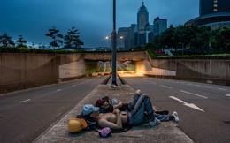 24h qua ảnh: Người biểu tình Hong Kong ngủ trên đường phố