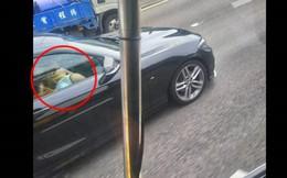 """Người đi xe buýt đăng ảnh khen ô tô bên cạnh đẹp nhưng dân mạng chỉ chú ý đến cặp đôi vô tư """"mây mưa"""" ngay trên xe"""