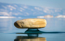 Những hình ảnh đáng kinh ngạc về tạo hình băng trên hồ Baikal