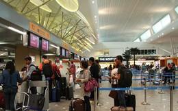 Làm thủ tục cân hành lý trước khi lên máy bay, nam thanh niên phải trả giá đắt cho trò đùa ngớ ngẩn của mình