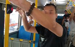 """Hà Nội: Bắt quả tang nam thanh niên có hành vi """"biến thái"""" trên xe buýt"""