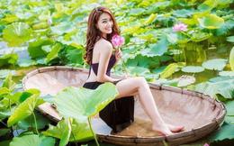 Bạn gái Phan Văn Đức mặc yếm chụp ảnh cùng sen, khoe chân dài gây sốt
