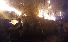 Nghìn người trắng đêm leo rừng chữa cháy