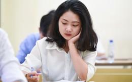 Thời tiết mát mẻ, hơn 75.000 thí sinh Hà Nội thoải mái bước vào môn thi Ngữ văn