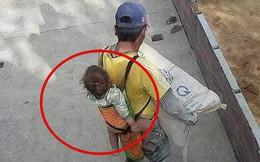 Bốc xi măng giữa trời nắng, ông bố vẫn địu con sau lưng khiến nhiều người xót xa