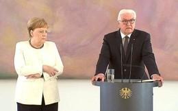 Thủ tướng Merkel lại run lẩy bẩy trong sự kiện công khai, dấy lên nghi vấn về sức khỏe