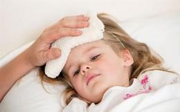 Em bé 8 tháng tuổi bị sốt rồi tử vong do cách hạ sốt sai lầm, cha mẹ nào vẫn đang áp dụng thì chấm dứt ngay