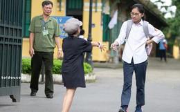 Em gái nhảy cẫng đón chị rời phòng thi, phản ứng của bác bảo vệ gây chú ý đặc biệt