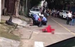 Cãi nhau, người đàn ông liều lĩnh đâm bạn gái ngay giữa đường bất chấp can ngăn