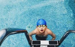 Hóa chất trong bể bơi có thể khiến bé bị đau mắt, xót da: Chuyên gia đưa ra giải pháp không bố mẹ nào được làm ngơ