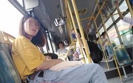 Cô gái dìu cụ bà lên xe buýt, quyết định trước khi xuống xe khiến tất cả ngỡ ngàng