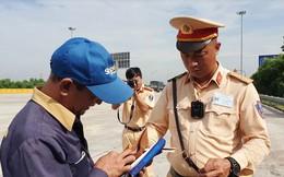 Cận cảnh camera đeo cổ cho cảnh sát giao thông Việt Nam