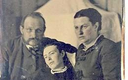 Chi tiết rùng rợn đằng sau bức ảnh gia đình và trào lưu chụp ảnh lạ lùng nhưng cực nổi tiếng ở Anh từ thời Nữ hoàng Victoria