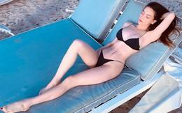 Sau scandal đăng status nhạy cảm, Hồ Ngọc Hà tiếp tục khoe dáng sexy trên bãi biển
