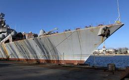 """Hải quân Ukraine tàn tạ: Tuần dương hạm Ukrayina """"bỏ thì thương mà vương thì tội""""!"""