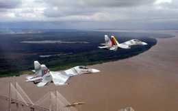 Su-30MK2 Venezuela 'dằn mặt' máy bay Mỹ tiến gần biên giới: Nga hành động vô trách nhiệm?