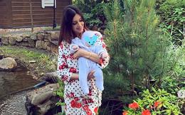 Người đẹp Nga đăng ảnh con trai vừa tròn 2 tháng tuổi, đáp trả khéo léo thông tin về xuất thân của đứa trẻ khiến người dùng mạng ủng hộ ầm ầm