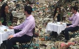 Cặp nam nữ đặt bàn, uống rượu vang ở bãi rác Nam Sơn khiến nhiều người khó hiểu