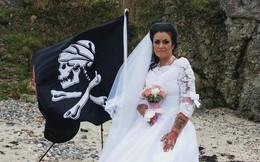 Người phụ nữ kết hôn với 'hồn ma cướp biển 300 tuổi' rồi đòi li dị vì cảm thấy bị lợi dụng