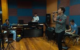 MC Trấn Thành đi tập hát vì người bạn thân 10 năm