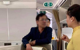 """Đại gia phủ nhận """"sàm sỡ"""" nữ hành khách trên máy bay, lý giải do bị té trượt"""