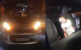 Tài xế taxi đang phát live stream trên Facebook bỗng tấp xe vào lề đường rồi tử vong
