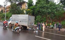 Tông vào xe tải đang dừng giữa đường để sửa chữa, một chiến sĩ công an thiệt mạng