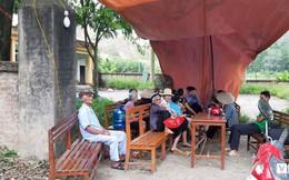 Vì sao dân Sóc Sơn căng lều bạt túc trực ngày đêm chặn xe vào bãi rác lớn nhất Thủ đô?