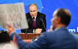 """Levada công bố kết quả khảo sát """"gây sốc"""": Bao nhiêu người Nga còn tin tưởng ông Putin?"""