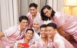 Cô nàng chọn 6 ông bạn thân làm phù dâu, mặc hẳn pyjama màu hồng gây sốt cộng đồng mạng