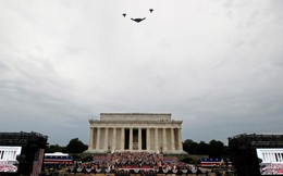 Tổng thống Trump ca ngợi sức mạnh quân đội Mỹ, hứa hẹn cắm cờ Mỹ lên Sao Hỏa