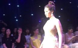 Hot: Đỗ Mỹ Linh lộ diện ngay sau khi bị 'bóc phốt người yêu', làm vedette thời trang tại Hà Nội