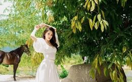 Hoa hậu Tiểu Vy khoe vai trần quyến rũ ở tuổi 19