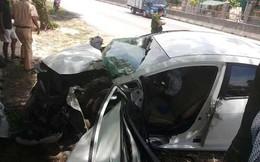 """Thanh Hóa: 3 người bị thương nặng khi xế hộp """"ôm"""" gốc cây"""