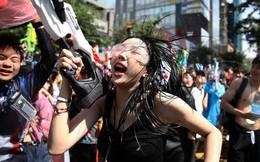 24h qua ảnh: Mọi người nhảy múa trong lễ hội súng nước Hàn Quốc
