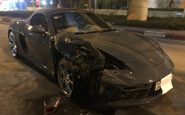 Hà Nội: Xe sang Porsche tiền tỷ nát đầu sau khi đâm vào đuôi xe Innova